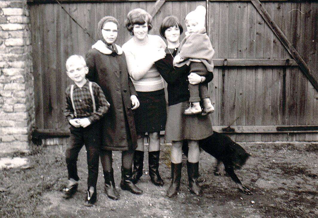 Hansi mit Mutti, Franzi, Sissi, Inge und Trixi