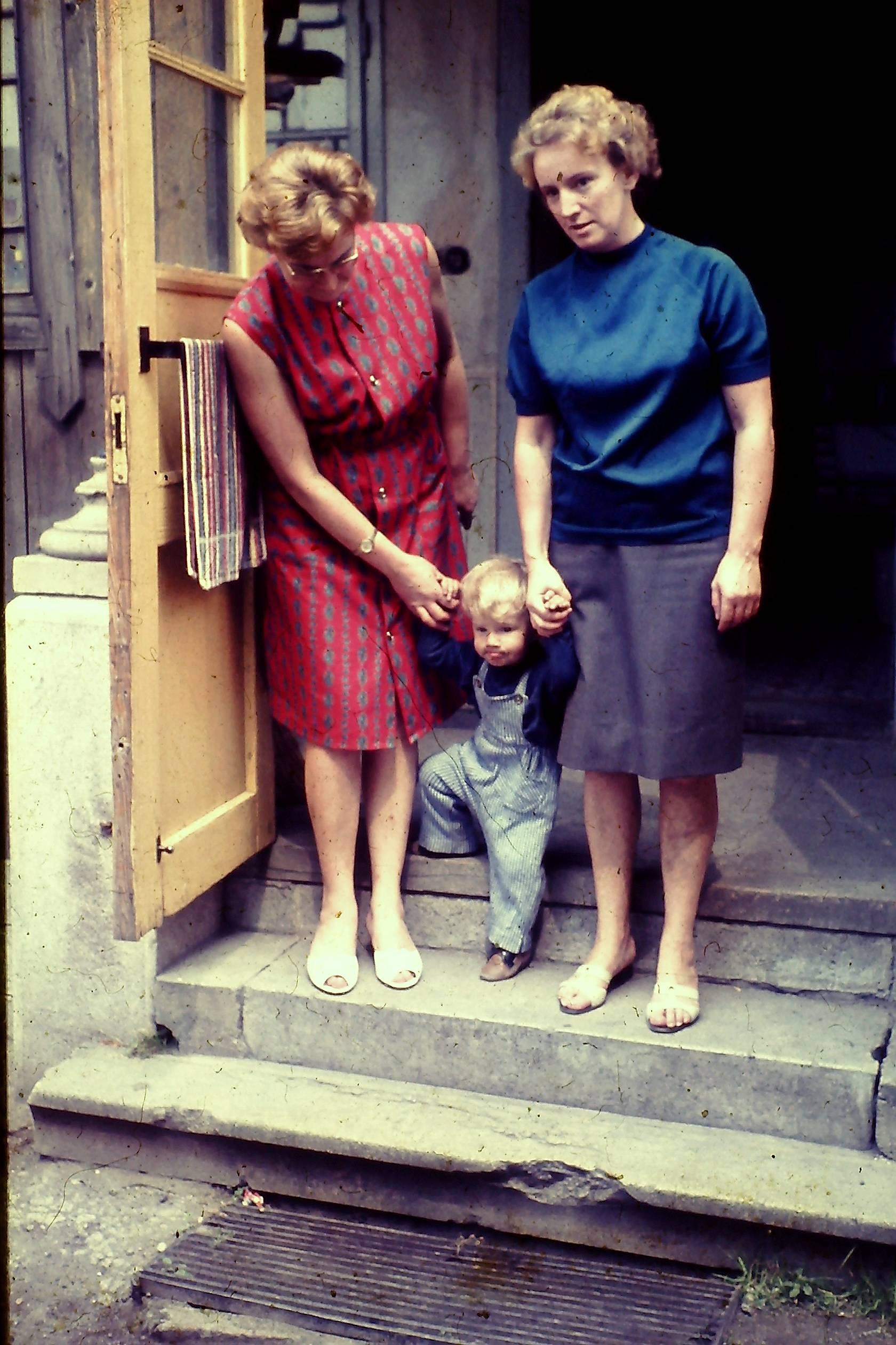 Hansi mit Tante Hilde und Tante Liesi