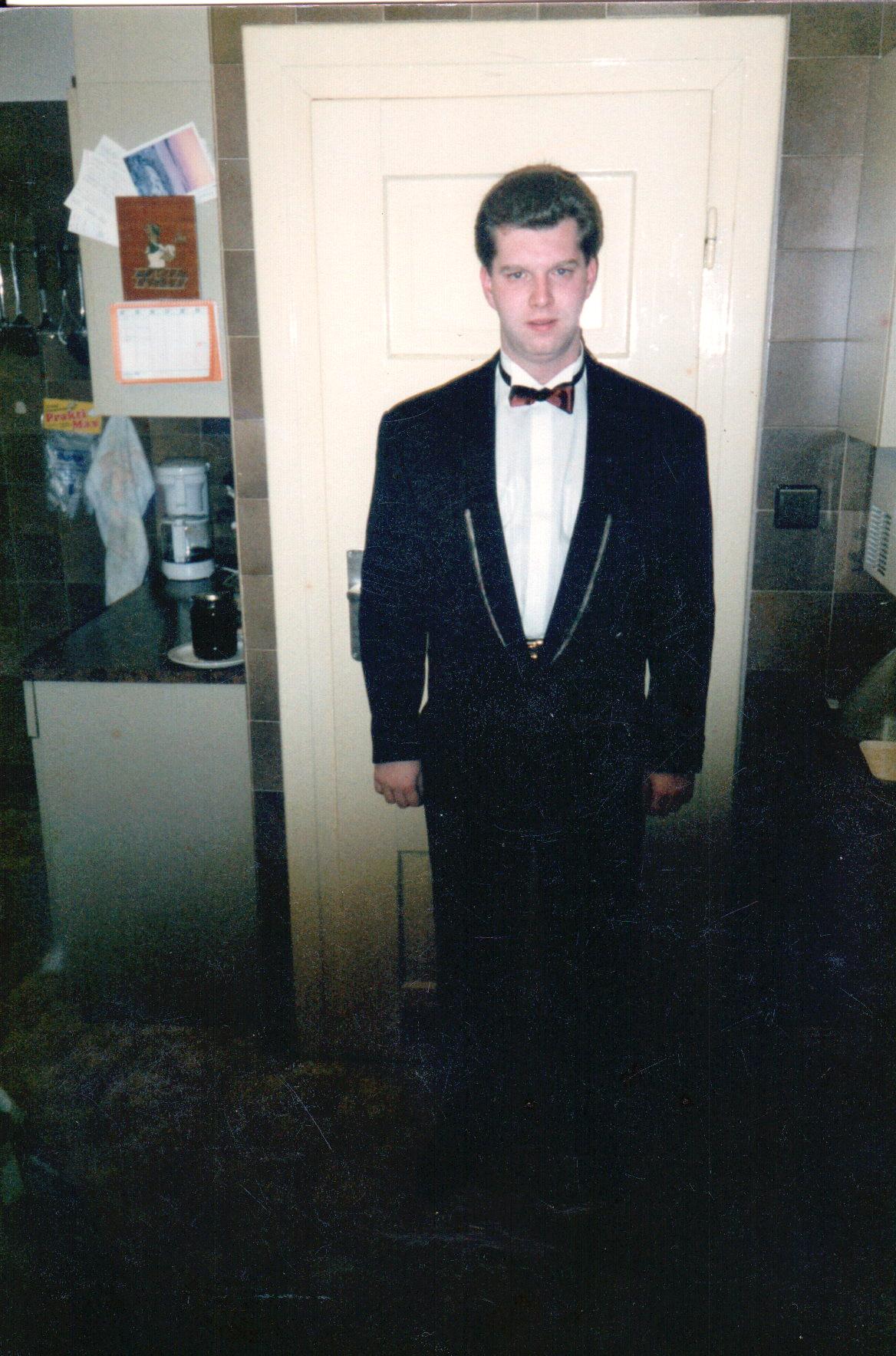 am Weg zum Ball 1996